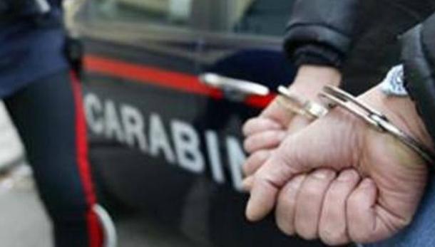 FURTO IN CASA – Comasco 55enne si fa bloccare dalle vittime: arrestato