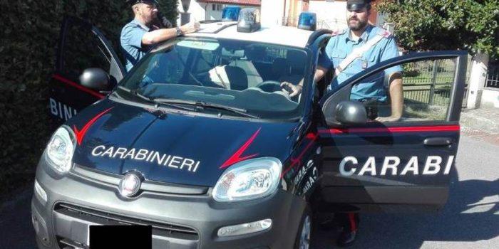 TACCHEGGIO – 300 euro di vestiti nella borsa: arrestato 42enne