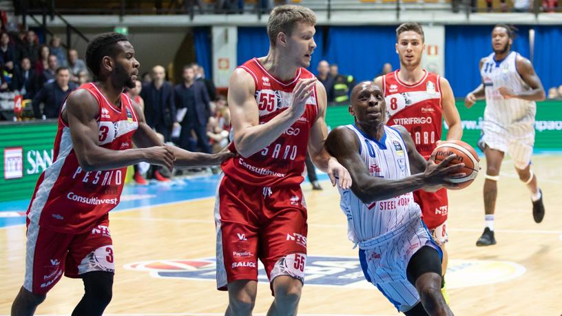 Basket PubblicoCantù Finisce Non Cuore Gran Bastano E Pesaro 87 lJTc3FK1