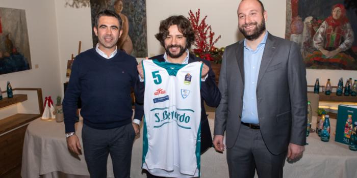 PALL. CANTÙ – Ecco la nuova maglia, bianco-verde griffata S.Bernardo