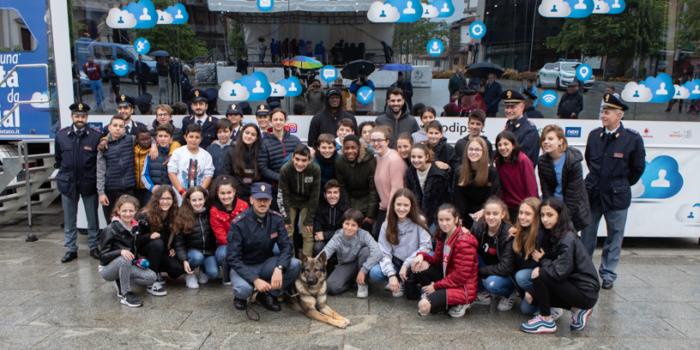 GIOVANI – La Pallacanestro Cantù con la polizia per dire no al bullismo