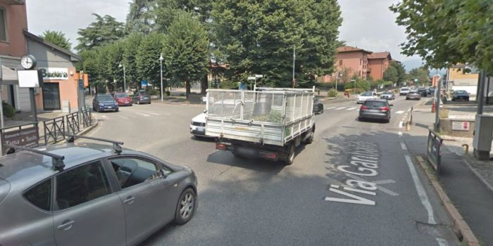 FINO MORNASCO – Cantiere ai semafori: corsia ristretta e senso unico alternato
