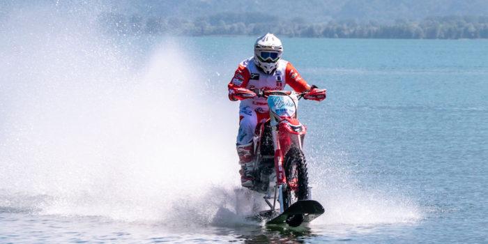 MOTORI – In moto a 104 km/h sul lago di Como, è record mondiale