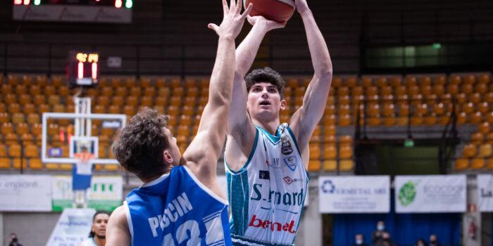 BASKET – Treviso battuta. Cantù strappa con i denti due punti pesanti