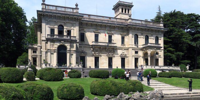 VACCINI – È già finita per Villa Erba. Cercasi nuovi spazi per la campagna massiva